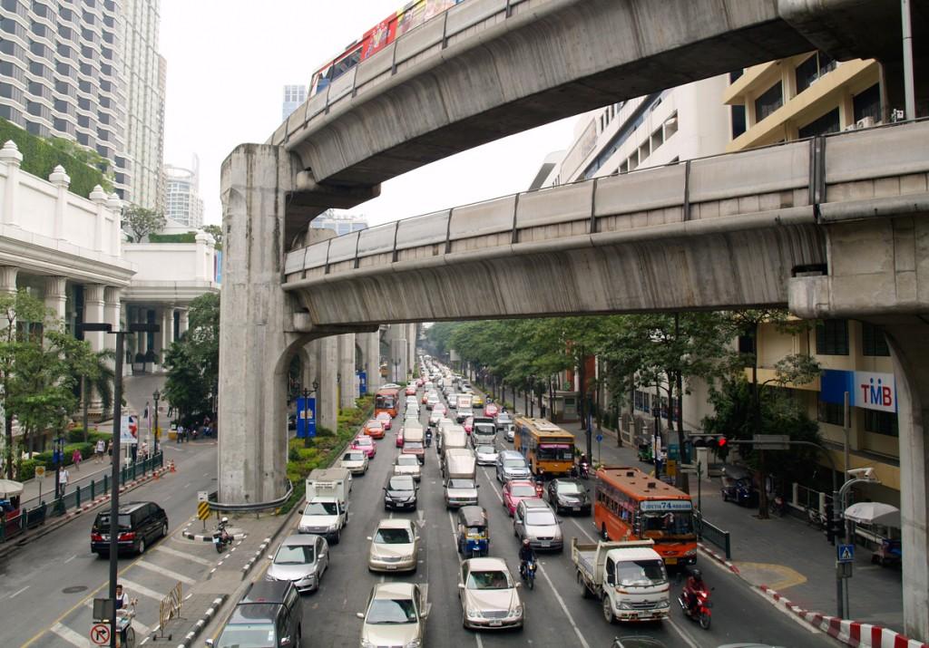 Bangkok er med god grund berygtet for sin heftige trafik
