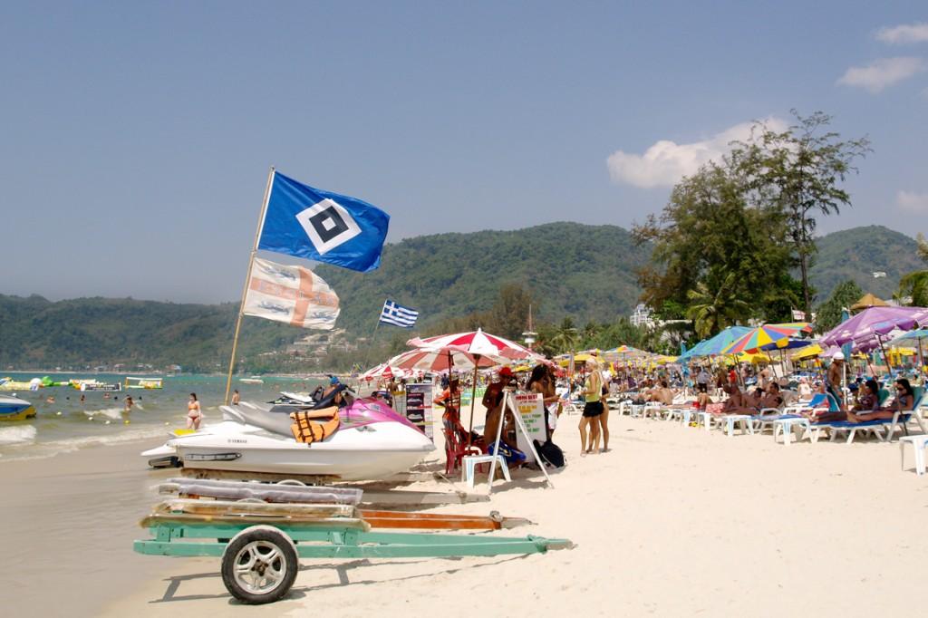 Patong Beach er travl, men der findes roligere strande på Phuket