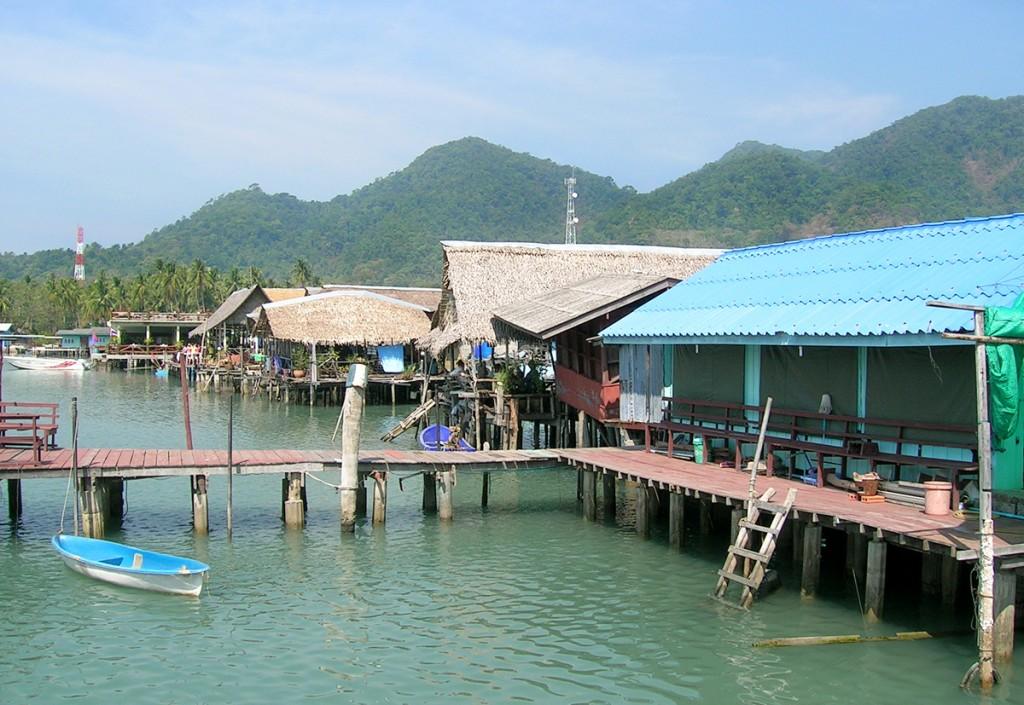 På de sydlige øer i den østlige thailandbugt ligger flere originale fiskerbyer. Her Bang Bao på Koh Chang