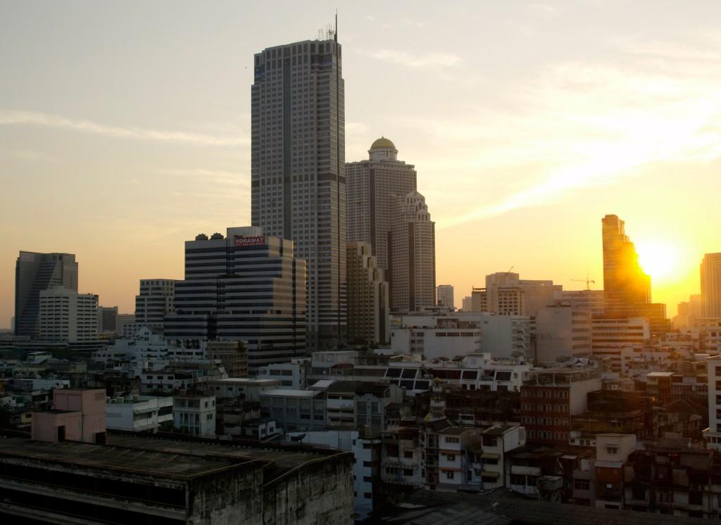 Solnedgang over Silom
